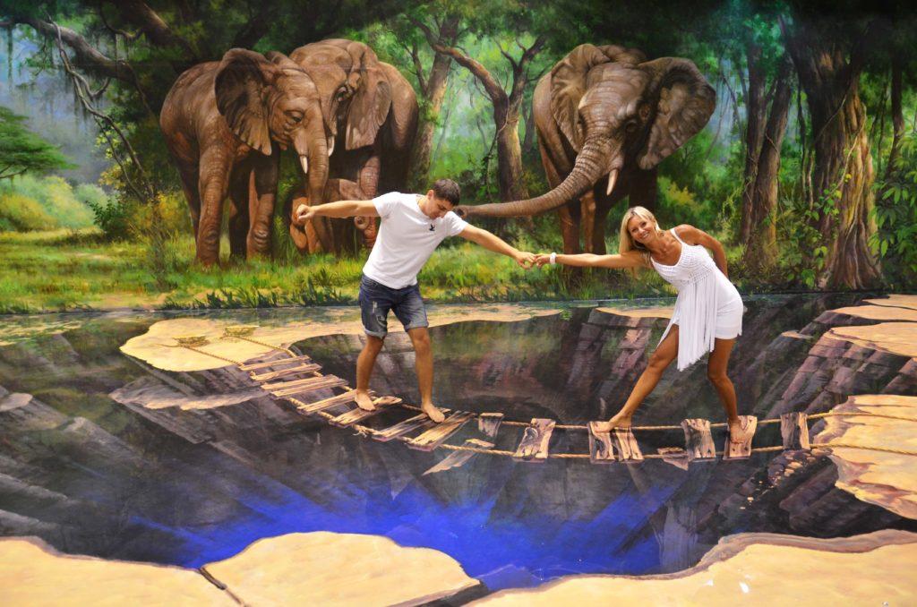 Art in Paradise Művészeti múzeumban veszélyes helyeken kalandozhatsz