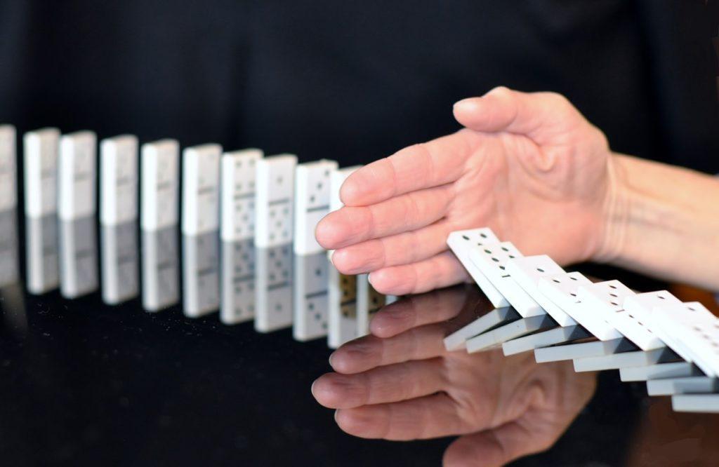 Az elévült weboldal úgy dől össze, akár a dominó