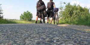 Eltolni a biciklit