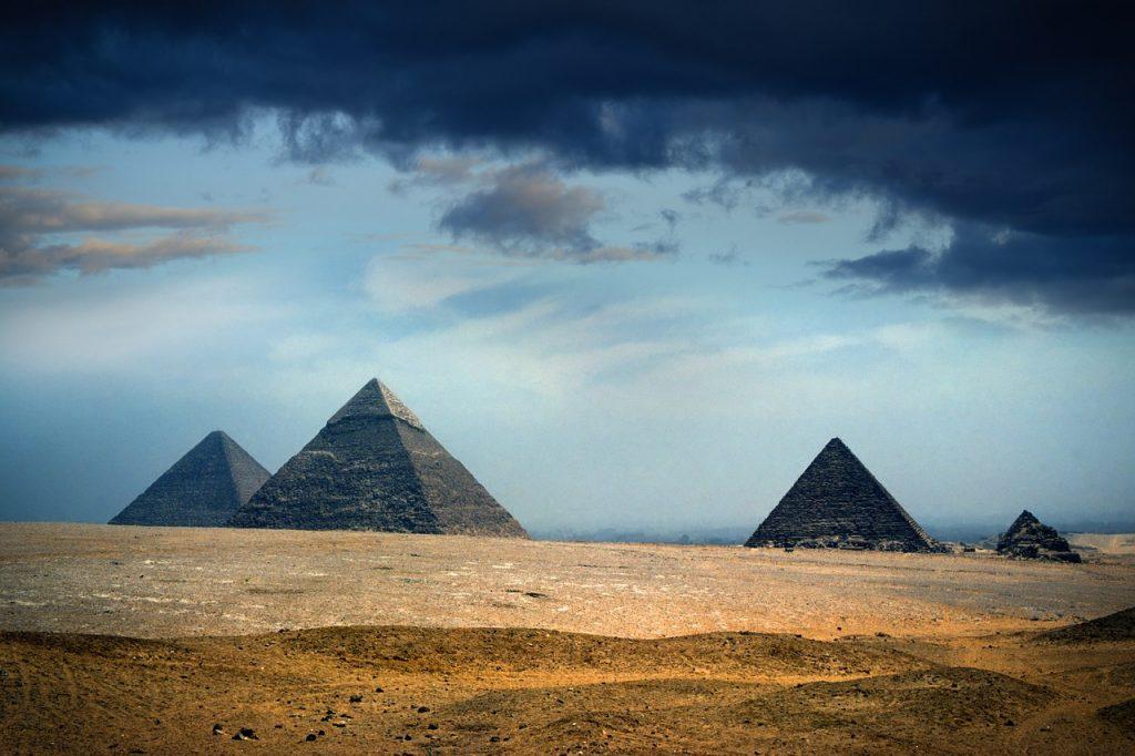 Piramisjáték: egyszer fent, egyszer lent